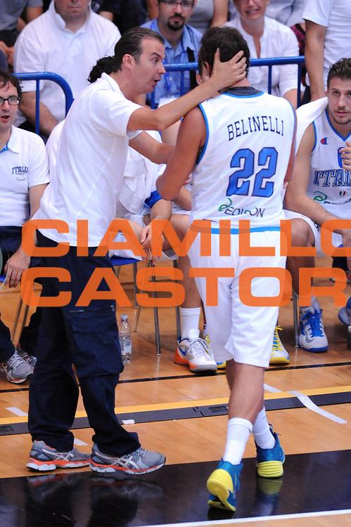DESCRIZIONE : Trento Trentino Basket Cup Italia Israele<br /> GIOCATORE : Simone Pianigiani Marco Belinelli<br /> CATEGORIA : Fair Play<br /> SQUADRA : Nazionale Italia Maschile<br /> EVENTO :  Trento Trentino Basket Cup<br /> GARA : Italia Israele<br /> DATA : 08/08/2013<br /> SPORT : Pallacanestro<br /> AUTORE : Agenzia Ciamillo-Castoria/Max.Ceretti<br /> Galleria : FIP Nazionali 2013<br /> Fotonotizia : Trento Trentino Basket Cup Italia Israele<br /> Predefinita :