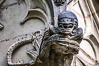 Alien<br />La chapelle de Bethl&eacute;em est une chapelle vou&eacute;e au culte catholique romain, situ&eacute;e &agrave; St Jean de Boiseau, en Loire-Atlantique.<br /> Le monument est construit au XVe&nbsp;si&egrave;cle, mais c&lsquo;est sa r&eacute;novation en 1995 qui le fait passer &agrave; la post&eacute;rit&eacute;.  Restaur&eacute;e par le sculpteur Jean-Louis Boistel,qui reprend  les codes de la&nbsp;mythologie, du&nbsp;christianisme et de l'&eacute;poque contemporaine, la chapelle se pare de sculptures pour le moins surprenantes :  gremlins, aliens et m&ecirc;me Goldorak.<br /> L&rsquo;origine sacr&eacute;e du lieu vient de la pr&eacute;sence d&lsquo;une source, aupr&egrave;s de laquelle, initialement, le&nbsp;druidisme&nbsp;cr&eacute;e une c&eacute;r&eacute;monie &agrave;&nbsp;Beltane, afin de c&eacute;l&eacute;brer la f&eacute;condit&eacute;. <br /> Les chim&egrave;res sont les suivantes&nbsp;:<br /> - pinacle&nbsp;nord-ouest, dit de l&lsquo;&acirc;me &laquo;&nbsp;l&lsquo;Homme&nbsp;&raquo;:<br /> &bull;un&nbsp;sanglier&nbsp;(traque du spirituel)<br /> &bull;un&nbsp;centaure&nbsp;(conflits entre instinct et raison)<br /> &bull;Sainte Anne&nbsp;a l&lsquo;ancre (fermet&eacute;, solidit&eacute;, tranquillit&eacute;, fid&eacute;lit&eacute;)<br /> &bull;Adam&nbsp;<br /> - l&rsquo;archivolte, pr&eacute;sentant l&rsquo;arbre de vie<br /> - pinacle&nbsp;ouest, dit de l&lsquo;&acirc;me &laquo;&nbsp;la Femme&nbsp;&raquo;:<br /> &bull;&Egrave;ve<br /> &bull;une&nbsp;triade&nbsp;(Alma,&nbsp;Dahud&nbsp;et&nbsp;Malgwen)<br /> &bull;une&nbsp;sir&egrave;ne&nbsp;(luxure)<br /> &bull;un&nbsp;serpent&nbsp;(le fantasme et le myst&egrave;re)&nbsp;<br /> - pinacle&nbsp;sud-ouest, dit de l&lsquo;inconscient<br /> &bull;Goldorak&nbsp;(droiture, chevalier des temps modernes)<br /> &bull;un&nbsp;Gremlin&nbsp;(mauvais monstre de l&lsquo;homme)<br /> &bull;Gizmo&nbsp;(bon monstre qu&lsquo;est l&lsquo;homme)<br /> &bull;l&lsquo;ironie&nbsp;(arrogance de l&lsquo;homme)&nbsp;<br /> - 