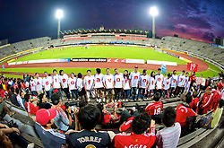 SINGAPORE, SINGAPORE - Friday, July 24, 2009: Liverpool's Asian supporters show their backing for Xabi Alonso during a training session at the Singapore National Stadium during the second leg of the club's preseason tour of Asia. (Pic by David Rawcliffe/Propaganda)