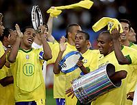 Fotball<br /> Confederations Cup 2005<br /> Finale 29.06.2005<br /> Brasil v Argentina 4-1<br /> Foto: imago/Digitalsport<br /> NORWAY ONLY<br /> <br /> Die Spieler vom Confedcupsieger Brasilien tanzen ausgelassen Samba - V.li. Ronaldinho, Robinho und Maicon; Douglas Sisenando, Robson de Souza