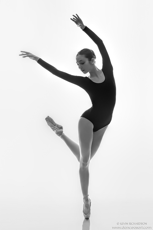 Black and white dance photography-Alisa En Pointe -with ballerina & Dance As Art contributor, Alisa Korkhin