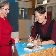 ** PRIVE,WEEKEND,STORY,PARTY OUT ** NLD/Utrecht/20151006 - Boekpresentatie Anne van Veen - 'Wie ik aan het zijn was', Anne van Veen signeert haar boek (l) Gaetane Bouchez
