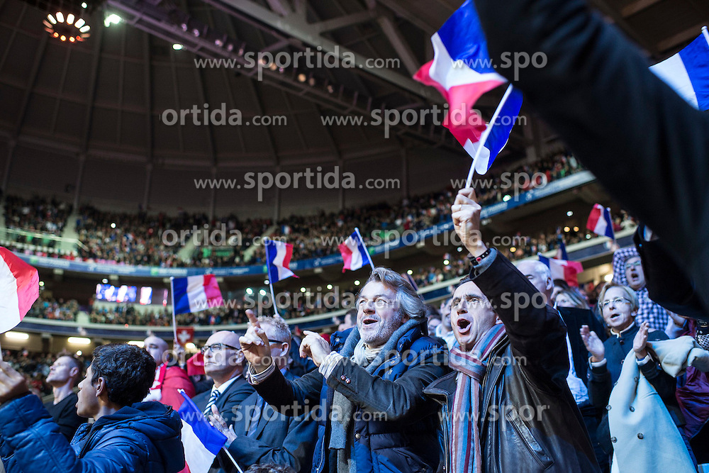 21.11.2014, Stade Pierre Mauroy, Lille, FRA, Davis Cup Finale, Frankreich vs Schweiz, im Bild Franzoesische Fans jubeln // during the Davis Cup Final between France and Switzerland at the Stade Pierre Mauroy in Lille, France on 2014/11/21. EXPA Pictures &copy; 2014, PhotoCredit: EXPA/ Freshfocus/ Valeriano Di Domenico<br /> <br /> *****ATTENTION - for AUT, SLO, CRO, SRB, BIH, MAZ only*****