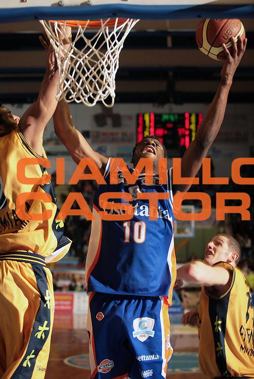 DESCRIZIONE : Porto San Giorgio Lega A1 2007-08 Premiata Montegranaro Tisettanta Cantu <br /> GIOCATORE : <br /> SQUADRA : Tisettanta Cantu <br /> EVENTO : Campionato Lega A1 2007-2008 <br /> GARA : Premiata Montegranaro Tisettanta Cantu <br /> DATA : 09/03/2008 <br /> CATEGORIA : <br /> SPORT : Pallacanestro <br /> AUTORE : Agenzia Ciamillo-Castoria <br /> Galleria : Lega Basket A1 2007-2008 <br />Fotonotizia : Porto San Giorgio Campionato Italiano Lega A1 2007-2008 Premiata Montegranaro Tisettanta Cantu <br />Predefinita :