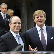 Zijne Hoogheid Prins Albert II van Monaco komt aan op Paleis het Loo met Koning Willem Alexander voor de opening van de tentoonstelling: Grace Kelly<br /> <br /> His Highness Prince Albert II of Monaco arrives Palace Het Loo with King Willem Alexander for the Opening of the exibition Grace Kelly<br /> <br /> Op de foto / On the photo:  Koning Willem Alexander en prins Albert II van Monaco / King Willem Alexander and Prince Albert II of Monaco