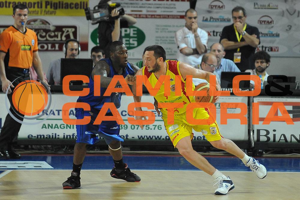DESCRIZIONE : Frosinone Lega A2 2009-10 Playoff Finale Gara 1 Prima Veroli Banco di Sardegna Sassari<br /> GIOCATORE : Guido Rosselli<br /> SQUADRA : Prima Veroli <br /> EVENTO : Campionato Lega A2 2009-2010<br /> GARA : Prima Veroli Banco di Sardegna Sassari<br /> DATA : 06/06/2010<br /> CATEGORIA : Palleggio Controcampo<br /> SPORT : Pallacanestro <br /> AUTORE : Agenzia Ciamillo-Castoria/GiulioCiamillo<br /> Galleria : Lega Basket A2 2009-2010 <br /> Fotonotizia : Frosinone Campionato Italiano Lega A2 2009-2010 Playoff Finale Gara 1 Prima Veroli Banco di Sardegna Sassari<br /> Predefinita :