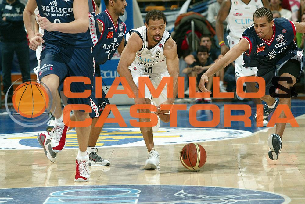 DESCRIZIONE : Bologna Lega A1 2005-06 Climamio Fortitudo Bologna Angelico Biella<br /> GIOCATORE : Garris<br /> SQUADRA : Climamio Fortitudo Bologna<br /> EVENTO : Campionato Lega A1 2005-2006<br /> GARA :  Climamio Fortitudo Bologna Angelico Biella<br /> DATA : 30/12/2005 <br /> CATEGORIA : <br /> SPORT : Pallacanestro <br /> AUTORE : Agenzia Ciamillo-Castoria/G.Livaldi<br /> Galleria : Lega Basket A1 2005-2006<br /> Fotonotizia : Bologna Lega A1 2005-06  Climamio Fortitudo Bologna Angelico Biella<br /> Predefinita :
