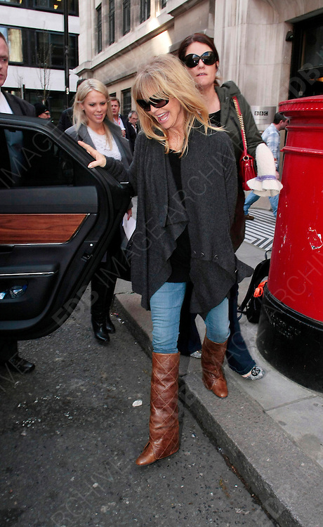 08.MARCH.2012. LONDON<br /> <br /> GOLDIE HAWN OUT AND ABOUT IN LONDON<br /> <br /> BYLINE: EDBIMAGEARCHIVE.COM<br /> <br /> *THIS IMAGE IS STRICTLY FOR UK NEWSPAPERS AND MAGAZINES ONLY*<br /> *FOR WORLD WIDE SALES AND WEB USE PLEASE CONTACT EDBIMAGEARCHIVE - 0208 954 5968*
