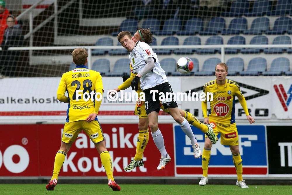 26.4.2015, Tehtaan kentt&auml;, Valkeakoski.<br /> Suomen Cup 2015, puoliv&auml;lier&auml;.<br /> FC Haka - Helsingin Jalkapalloklubi.<br /> Kalle Multanen (Haka) v Tapio Heikkil&auml; (HJK).