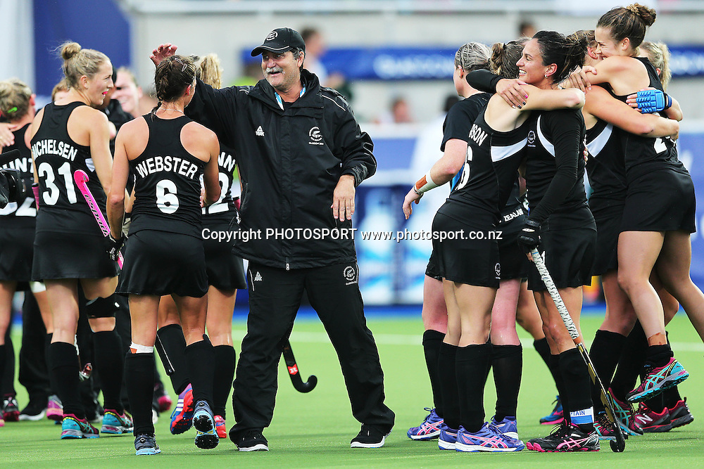 Head Coach Mark Hager of New Zealand congratulates the team after winning the bronze medal match between New Zealand and South Africa. Glasgow 2014 Commonwealth Games. Hockey, Bronze Medal Match, Black Sticks Women v South Africa, Glasgow Green Hockey Centre, Glasgow, Scotland. Saturday 2 August 2014. Photo: Anthony Au-Yeung / photosport.co.nz