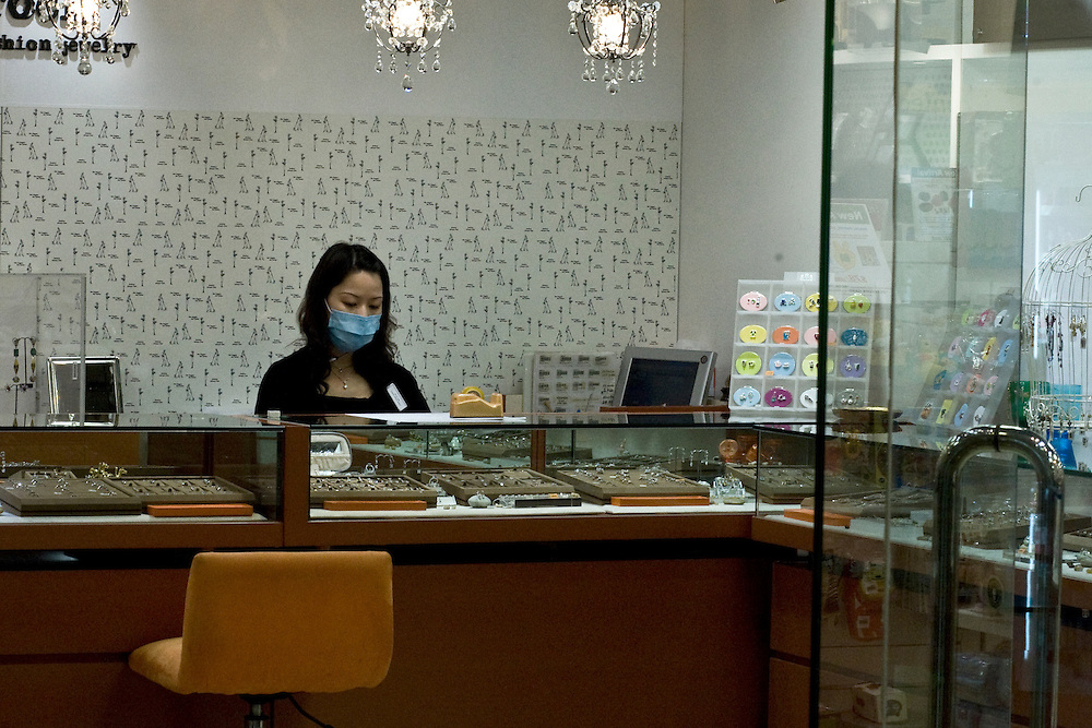 In Hong-kong, firt swine flu cases have incited employees in contact with customers to use masks. Here in a jewellery shop of Kowloon. May 21 2009