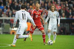 29.04.2014, Allianz Arena, Muenchen, GER, UEFA CL, FC Bayern Muenchen vs Real Madrid, Halbfinale, Ruckspiel, im Bild vl. Gareth Bale (Real Madrid), Arjen Robben (FC Bayern Muenchen) und Luka Modric (Real Madrid) // during the UEFA Champions League Round of 4, 2nd Leg Match between FC Bayern Munich vs Real Madrid at the Allianz Arena in Muenchen, Germany on 2014/04/30. EXPA Pictures © 2014, PhotoCredit: EXPA/ Eibner-Pressefoto/ Stuetzle<br /> <br /> *****ATTENTION - OUT of GER*****