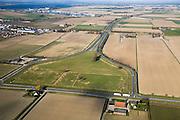 Nederland, Noord-Brabant, Dinteloord, 04-03-2008; autosnelweg A29 / A4 (de weg heeft een dubbele nummering) eindigt op dit moment in de Oude Prinslandse Polder even ten oosten van Dinteloord. Het ligt in de bedoeling de weg naar het zuiden door te trekken, via Steenbergen en Halsteren naar Bergen op Zoom; de foto kijkt is naar het Noorden, richting Haringvliet; doodlopende weg, doodlopen, stop, cul de sac, dood spoor, onvoltooid, einde, deadend, dead end; bereikbaarheid, mobiliteit. .luchtfoto (toeslag); aerial photo (additional fee required); .foto Siebe Swart / photo Siebe Swart.
