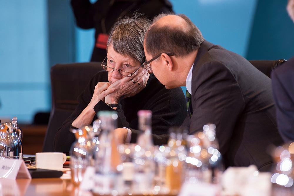 10 JAN 2018, BERLIN/GERMANY:<br /> Barbara Hendricks (L), SPD, bundesumweltministerin, und Christian Schmidt (R), CSU, Bundeslandwirtschaftsminister, im Gespraech, vor Beginn der Kabinettsitzung, Bundeskanzleramt<br /> IMAGE: 20180110-01-007<br /> KEYWORDS: Kabinett, Sitzung, Gespr&auml;ch