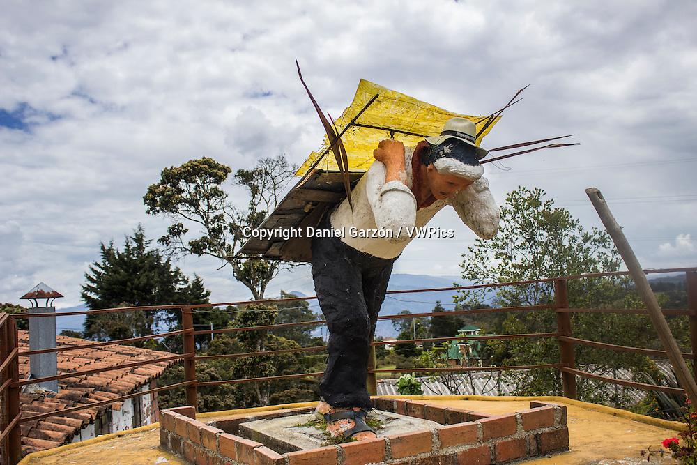 Statue of a silletero in feria de las flores, Medellin