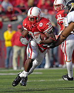 University of Nebraska running back Brandon Jackson (32) rushes up field against Missouri at Memorial Stadium in Lincoln, Nebraska, November 4, 2006.  The Huskers defeated the Tigers 34-20.<br />
