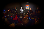 New York, New York, USA, 20120427: SImon Shaw og David C. Norman (lilla skjorte) viser stolt fram Edvard Munch's Skrik, som auksjonshuset Sotheby's skal forsøke å selge for Petter Olsen 2. mai. Foto: Ørjan F. Ellingvåg
