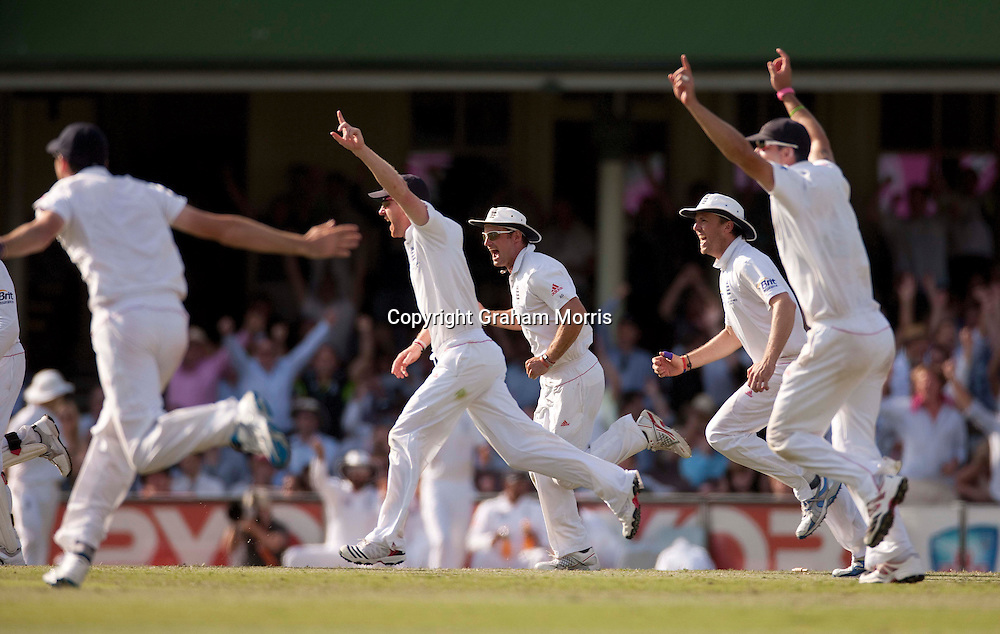 Captain Andrew Strauss (in white sunhat) celebrates with his team-mates as Mitchell Johnson is bowled first ball by Chris Tremlett during the fifth and final Ashes test match between Australia and England at the SCG in Sydney, Australia. Photo: Graham Morris (Tel: +44(0)20 8969 4192 Email: sales@cricketpix.com) 06/01/11