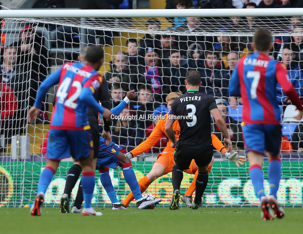 30.01.2016. Selhurst Park, London, England. Emirates FA Cup 4th Round. Crystal Palace versus Stoke. Wilfried Zaha shoots and scores the games first goal