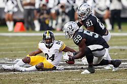 OAKLAND, CA - DECEMBER 09: Linebacker Tahir Whitehead #59 of the Oakland Raiders intercepts a pass intended for wide receiver Antonio Brown #84 of the Pittsburgh Steelers during the third quarter at the Oakland Coliseum on December 9, 2018 in Oakland, California. The Oakland Raiders defeated the Pittsburgh Steelers 24-21. (Photo by Jason O. Watson/Getty Images) *** Local Caption *** Tahir Whitehead; Antonio Brown