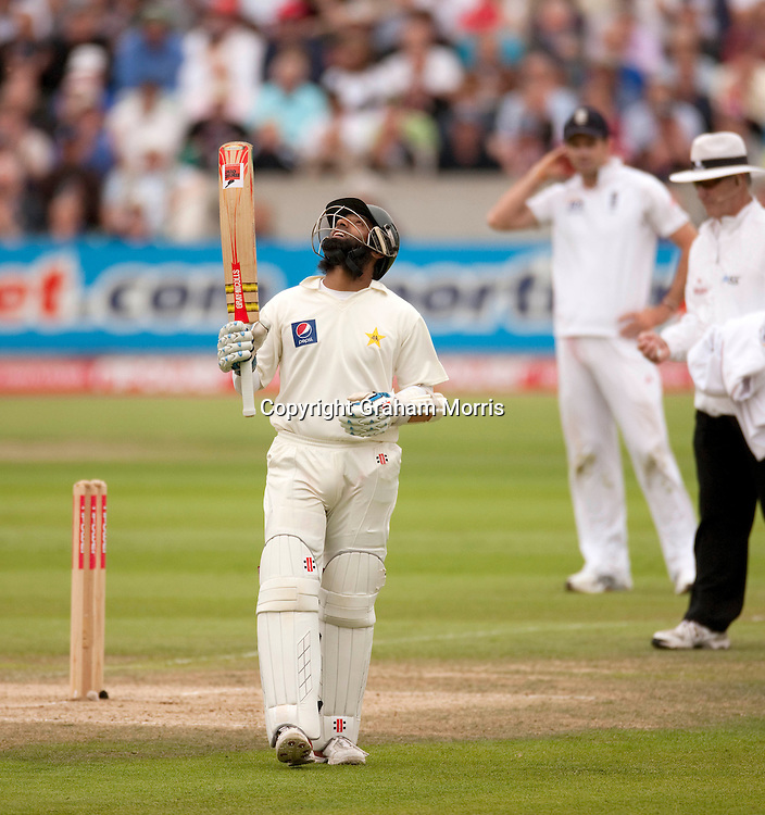 Mohammad Yousuf celebrates his half-century during the third npower Test Match between England and Pakistan at the Oval.  Photo: Graham Morris (Tel: +44(0)20 8969 4192 Email: sales@cricketpix.com) 19/08/10