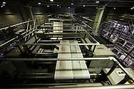 SAO PAULO, SP, BRASIL, 24/11/09, 22h44: Producao da Folha: Maquinas da grafica do jornal Folha de S. Paulo durante o processo de impressao da edicao de 25 de novembro de 2009. (foto: Caio Guatelli/Folha Imagem)