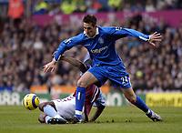 Fotball<br /> Premier League 2004/05<br /> Aston Villa v Birmingham<br /> Villa Park<br /> 12. desember 2004<br /> Foto: Digitalsport<br /> NORWAY ONLY<br /> Birmingham's Darren Carter (R) wins possession from Carlton Cole