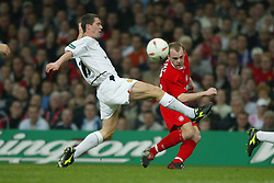 CARDIFF, WALES - Sunday, March 2, 2003: Liverpool's Danny Murphy gets a cross in under pressure from Manchester United's Roy Keane during the Football League Cup Final at the Millennium Stadium. (Pic by David Rawcliffe/Propaganda)