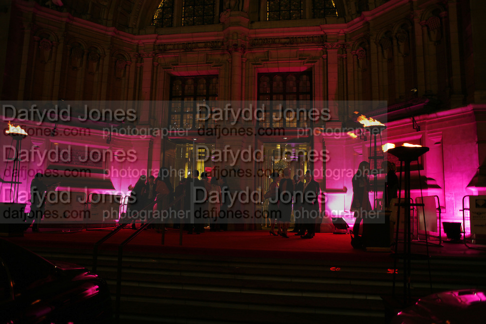 Russian Fashion Forum launch party. Victoria & Albert Museum. April 21 2006 ONE TIME USE ONLY - DO NOT ARCHIVE  © Copyright Photograph by Dafydd Jones 66 Stockwell Park Rd. London SW9 0DA Tel 020 7733 0108 www.dafjones.com