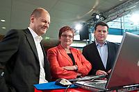 """02 JUN 2010, BERLIN/GERMANY:<br /> Olaf Scholz (L), SPD, Stellv. Fraktionsvorsitzender, Elke Ferner (M), SPD, stellv. Fraktionsvorsitzende und Bundesvorsitzende der Arbeitsgemeinschaft Sozialdemokratischer Frauen, und Hubertus Heil, (R), SPD, Stellv. Fraktionsvorsitzender, SPD Zukunftswerkstatt """"Gut und sicher leben - Onlinekonferenz"""", Willy-Brandt-Haus<br /> IMAGE: 20100602-01-039"""