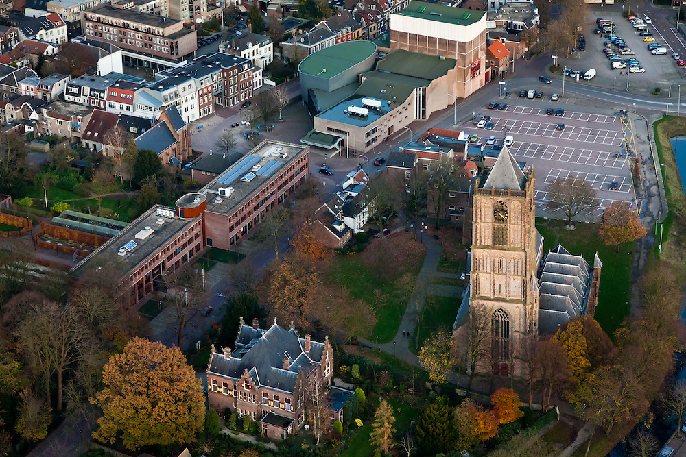Nederland, Gelderland, Tiel, 15-11-2010;.Centrum van Tiel met de Sint Maartenskerk en de Agnietenhof Schouwburg. Center of the village Tiel with church and theater..luchtfoto (toeslag), aerial photo (additional fee required).foto/photo Siebe Swart