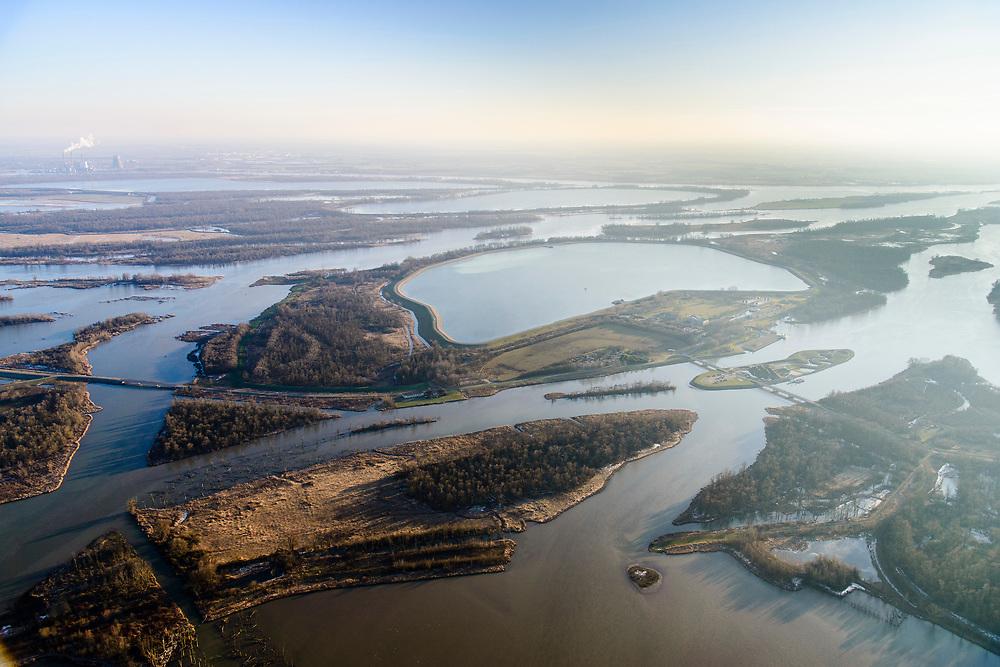 Nederland, Noord-Brabant, Werkendam, 07-02-2018; Brabantse Biesbosch, Ruimte voor de Rivier project Ontpoldering Noordwaard. De ontpolderde Polder Noordwaard met afgestorven bomen en nieuwe kreken. De dijken aan de rivier de Nieuwe Merwede zijn gedeeltelijk afgegraven waardoor rivier bij hoogwater via de Noordwaard en de Biesbosch sneller naar zee stromen. Gevolg van de ingrepen is dat de waterstand verder stroomopwaarts zal dalen. Ook de getijden keren terug in het gebied.<br /> National Project Ruimte voor de Rivier (Room for the River). By lowering and moving the dike of the Noordwaard polder the area will become subject to controlled inundation and function as a dedicated water detention district. Houses and farmhouses have been demolished and rebuild on new dwelling mounds.<br /> luchtfoto (toeslag op standard tarieven);<br /> aerial photo (additional fee required);<br /> copyright foto/photo Siebe Swart