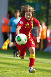 LLANELLI, WALES - Thursday, August 22, 2013: Wales' Ellie Curson in action against England during the Group A match of the UEFA Women's Under-19 Championship Wales 2013 tournament at Parc y Scarlets. (Pic by David Rawcliffe/Propaganda)