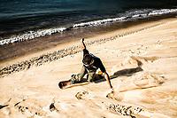 Sandboarding on the dunes of Ingleses Beach. Florianopolis, Santa Catarina, Brazil. / <br /> Sandboard nas dunas da Praia dos Ingleses. Florianópolis, Santa Catarina, Brasil.
