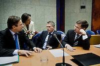 Nederland. Den Haag, 22 oktober 2008.<br /> TWEEDE KAMER-EUROPESE TOP<br /> Minister van Financien Wouter Bos, minister-president Jan Peter Balkenende, minister Verhagen en kamervoorzitter Gerdi Verbeet voor aanvang van het debat over de Europese top in de Tweede Kamer.. In dit debat zal ook ING ter sprake komen. <br /> Foto Martijn Beekman<br /> NIET VOOR PUBLIKATIE IN LANDELIJKE DAGBLADEN.