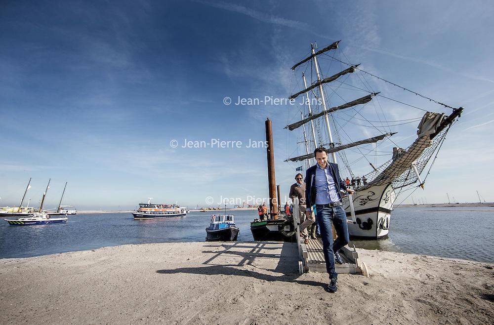 Nederland, Lelystad, 24 september 2016.<br /> Op zaterdag 24 september 2016 zet staatssecretaris Martijn van Dam van Economische Zaken (natuur) als eerste voet op de Marker Wadden. Natuurmonumenten legt samen met Rijkswaterstaat en Boskalis de komende jaren een archipel aan eilanden aan, die de natuur in het Markermeer een enorme impuls gaat geven. De staatssecretaris brengt samen met natuur- en watersportliefhebbers een bezoek aan het eerste eiland van dit innovatieve en grootschalige natuurproject. Dit eerste eiland omvat circa 250 hectare. De eerste fase van Marker Wadden omvat in totaal zo'n 800 hectare, boven- en onderwaternatuur, en moet klaar zijn in 2020.<br /> Op de foto: Staatsecretaris Martijn van Dam zet voet aan de grond van de eerste Marker eiland.<br /> <br /> Netherlands, Lelystad, September 24, 2016<br /> On Saturday, September 24th 2016 Martijn van Dam, secretary of Economic Affairs (nature) first sets foot on the Marker Wadden. Natuurmonumenten lays together with Rijkswaterstaat and Boskalis (Royal Boskalis Westminster N.V. is a leading global services provider operating in the dredging, maritime infrastructure and maritime services sectors) an archipelago of islands in the coming years that will give nature in the Markermeer a huge boost.<br /> Natuurmonumenten (Dutch Society for Nature Conservation) is going to restore one of the largest freshwater lakes in western Europe by constructing islands, marshes and mud flats from the sediments that have accumulated in the lake in recent decades. These 'Marker Wadden' will form a unique ecosystem that will boost biodiversity in the Netherlands. (source: www.natuurmonumenten.nl)<br /> The Secretary reunites with nature and water sports enthusiasts visiting the first island of this innovative and large-scale conservation project. This first island comprises approximately 250 hectares. The first phase of Marker Wadden comprises a total of 800 hectares, above and underwater nature, and should be ready in 20