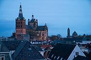 Nederland, Den Bosch, 20171209<br /> St. Jan van bovenaf. Kathedraal St. Jan in Den Bosch.De Sint-Janskathedraal (voluit: de Kathedrale Basiliek van Sint-Jan Evangelist) in de binnenstad van 's-Hertogenbosch wordt veelal beschouwd als het hoogtepunt van de Brabantse gotiek. De kathedraal imponeert door zijn omvang en enorme rijkdom aan beeldhouwwerk. Uniek in Nederland zijn de dubbele luchtbogen en uniek in de wereld zijn de 96 luchtboogfiguren.De kerk in volle pracht op de Parade<br /> Sint-Janskathedraal<br /> <br /> Netherlands, Den Bosch<br /> The St. John's Cathedral (in full: the Cathedral Basilica of St. John the Evangelist) in the city of 's-Hertogenbosch is often regarded as the pinnacle of Brabant Gothic. The cathedral impresses by its size and wealth of sculpture. Unique in the Netherlands are the double flying buttresses and unique in the world, the 96 flying buttress figures.<br /> St. John's Cathedral
