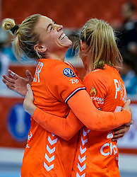 13-12-2019 JAP: Semi Final Netherlands - Russia, Kumamoto<br /> The Netherlands beat Russia in the semifinals 33-22 and qualify for the final on Sunday in Park Dome at 24th IHF Women's Handball World Championship / Jessy Kramer #5 of Netherlands, Estavana Polman #79 of Netherlands