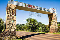 Pórtico de entrada. Riqueza, Santa Catarina, Brasil. / <br /> City gate. Riqueza, Santa Catarina, Brazil.