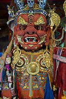 Mongolie, Ulaan Batar (Oulan Bator), Monastere de Choijin Lama, masque de danse Tsam et costume en corail  // Mongolia, Ulaan Batar, Choijin Lama Monastery, Tsam dance mask made with coral