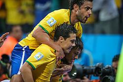 Neymar Jr. comemora com Fred e Hernanes gol do Brasil na estréia da Copa do Mundo 2014, na Arena Corinthians, em São Paulo. FOTO: Jefferson Bernardes/ Agência Preview