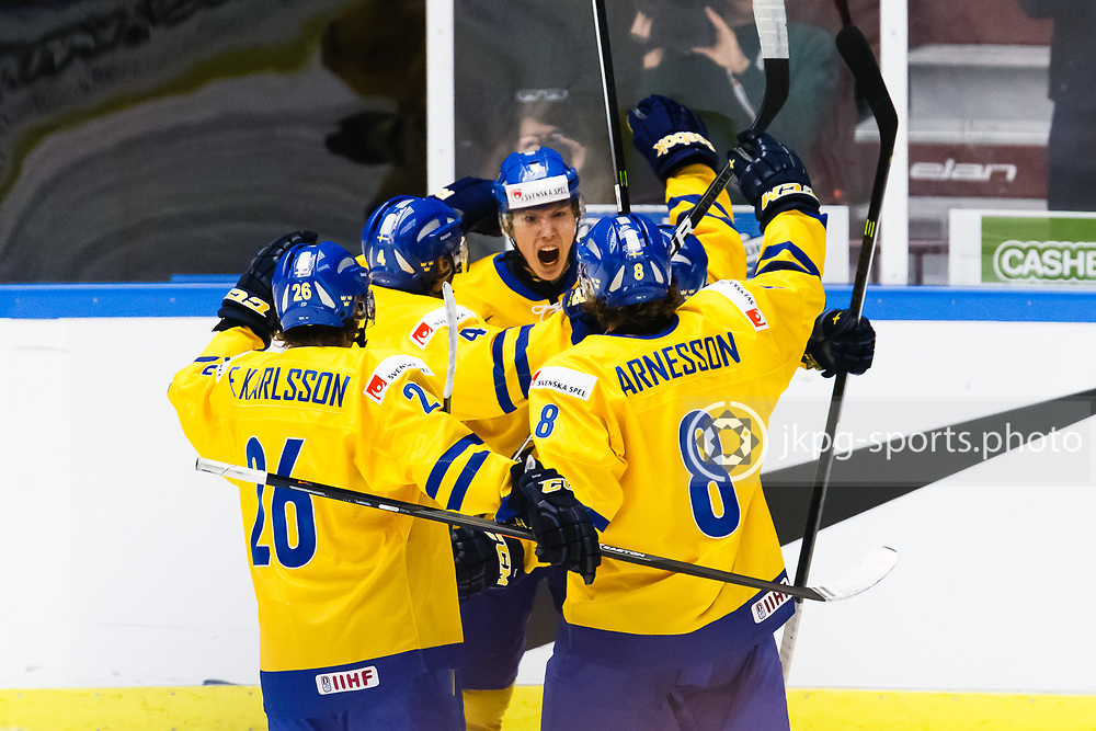 140104 Ishockey, JVM, Semifinal,  Sverige - Ryssland<br /> Icehockey, Junior World Cup, SF, Sweden - Russia.<br /> Team Sweden celebrating goal 2-0 by Oskar Sundqvist, (SWE). m&aring;l, jubel, jublar, k&auml;nslor.<br /> Endast f&ouml;r redaktionellt bruk.<br /> Editorial use only.<br /> &copy; Daniel Malmberg/Jkpg sports photo