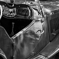 1952 MG TD profile black and white