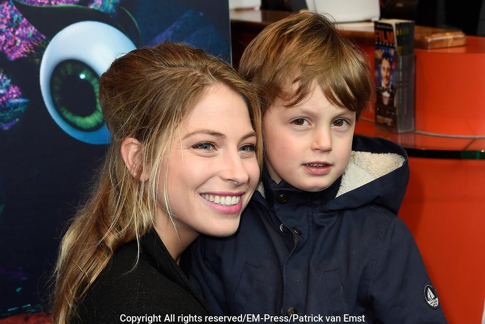 Nederlandse premi&egrave;re van DE SMURFEN EN HET VERLOREN DORP in Pathe ArenA, Amsterdam<br /> <br /> Op de foto:  Sarah Chronis