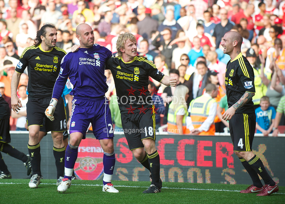 LONDON, ENGLAND - Sunday, April 17, 2011: Liverpool's Dirk Kuyt celebrates with team-mate goalkeeper Jose Reina after scoring an injury time equalising goal from the penalty spot against Arsenal during the Premiership match at the Emirates Stadium. (Photo by David Rawcliffe/Propaganda)