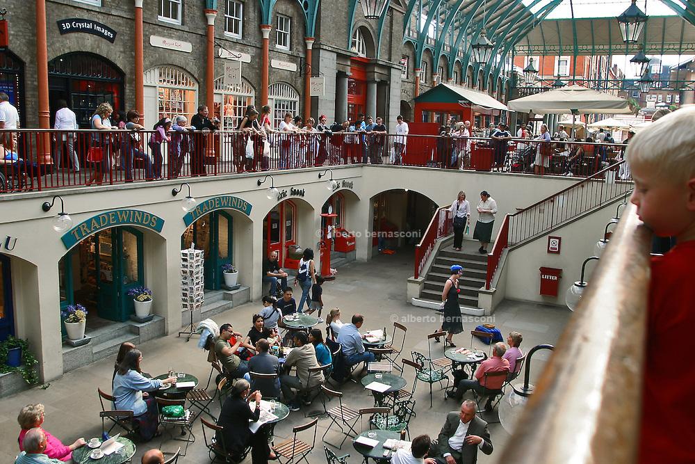 England, London: singer sings in Convent Garden market England, London: