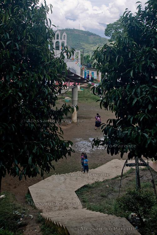 The entrance of the community.<br /> La entrada a la comunidad.