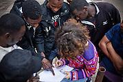 Registrazione dei migranti. Uno dei temi più complessi dell'occupazione delle palazzine è la registrazione ed il controllo delle persone presenti nel complesso di edifici.