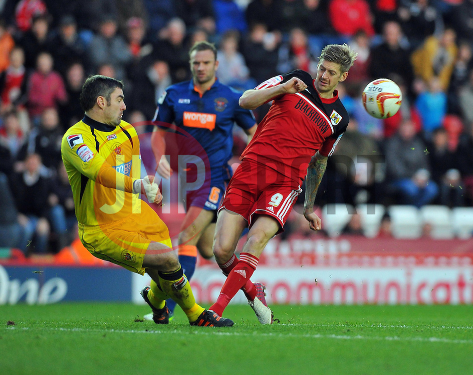 Bristol City's Jon Stead fires his shot strait agains Blackpool's Matthew Gilks - Photo mandatory by-line: Joe Meredith/JMP  - Tel: Mobile:07966 386802 17/11/2012 - Bristol City v Blackpool - SPORT - FOOTBALL - Championship -  Bristol  - Ashton Gate Stadium -