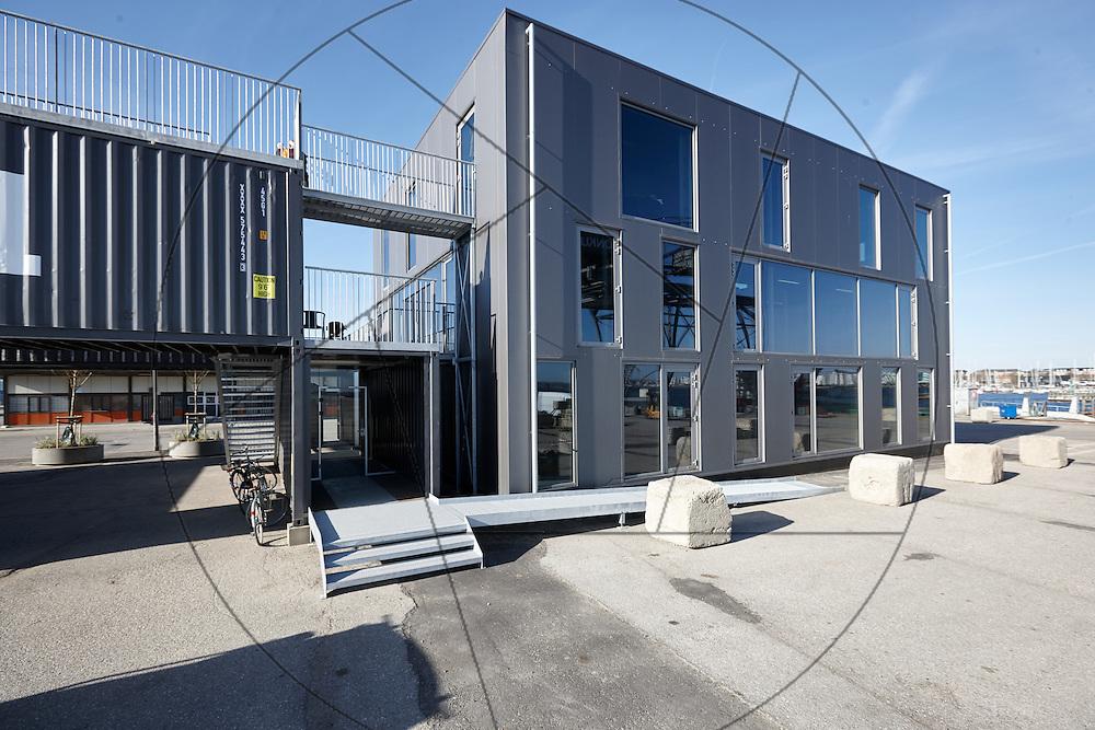 Containerbyen, Nordhavn, genbrugsbyggeri af gamle containere, nybyggeri af kontorlokaler Container Hus, indgang, facade